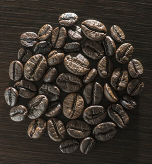 Coffee beans on wooden background - DEGF000554