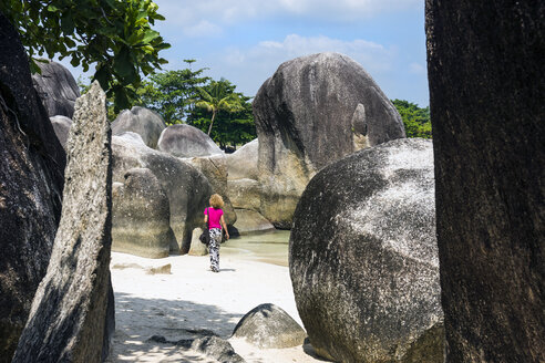 Indonesia, Belitung, Tanjung Tinggi Beach, granitic rocks, female walker at beach - WE000391