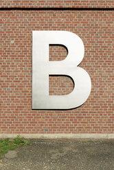 Letter B on brick wall - VIF000438