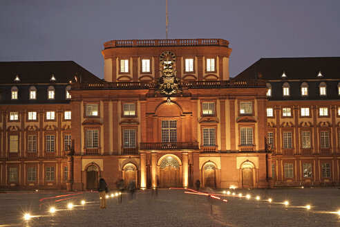 Germany, Mannheim, view to Mannheim Palace at evening twilight - PC000205