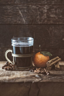 Hot winter punch with spices - IPF000264