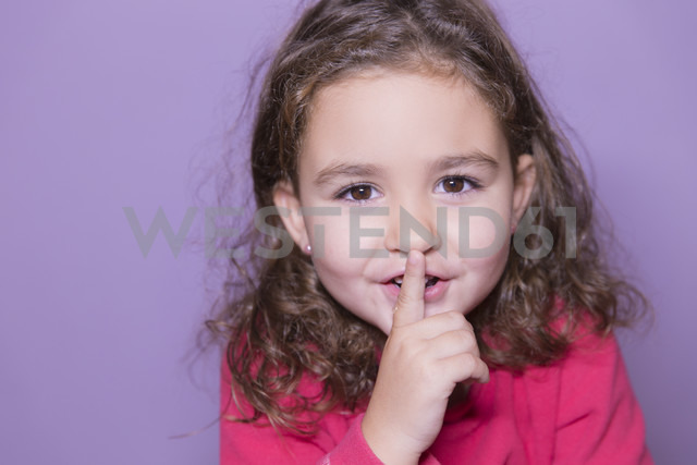 Portrait of little girl with finger on her mouth - ERLF000078