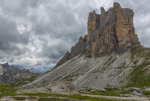 Italy, Alto Adige, Dolomites, view to south face of Tre Cime di Lavaredo - LOMF000064
