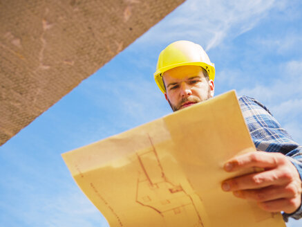 Foreman looking at construction plan - LAF001546