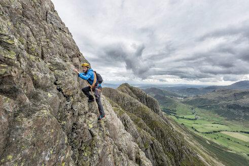 UK, Lake District, Great Langdale, man scrambling at Pike of Stickle - ALRF000104