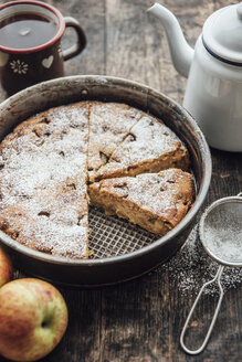Home-baked apple pie and cup of black tea - IPF000272