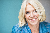 Portrait of smiling blond woman - UUF006032