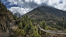 Nepal, Himalaya, Khumbu, footbridge in the mountains - ALRF000124
