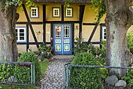 Germany, Mecklenburg-Western Pomerania,  Wustrow, idyllic country house - SIE006850