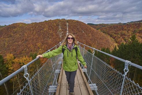 Germany, Rhineland-Palatinate, Hunsrueck, Saar-Hunsrueck-Steig, Swing Bridge Geierlay - BSCF000498