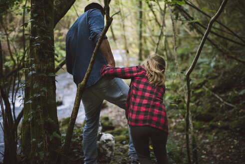 Father and daughter walking through the woods - RAEF000658