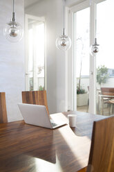 Laptop on dining table - FKF001581