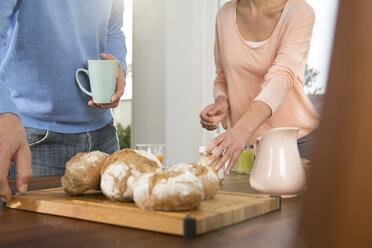 Couple having breakfast at home - FKF001587
