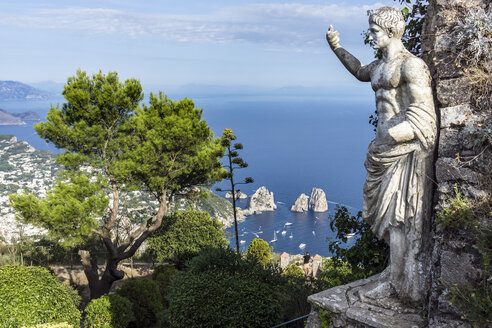 Italy, Capri, Monte Solaro, Ancient statue of Tiberius, View of Faraglioni - WE000405