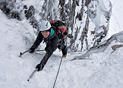 UK, Scotland, Glencoe, Ben Udlaih, woman ice climbing - ALRF000161