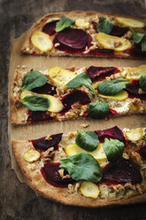 Flammkuchen with beetroot, carrot and lamb's lettuce - EVGF002520