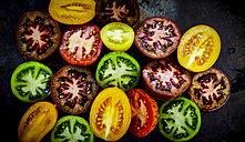 Halves of different coloured tomatoes - KSWF001668