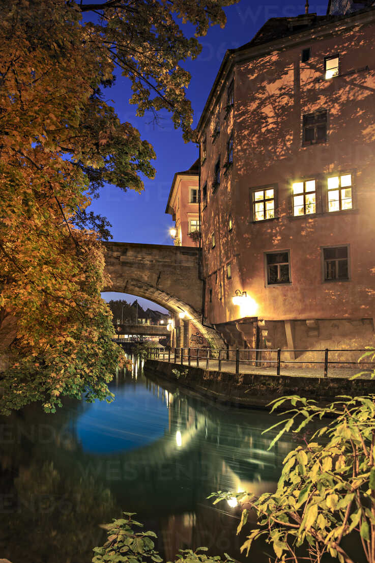 Germany, Bavaria, Bamberg, Regnitz river at night - VT000488 - Val Thoermer/Westend61