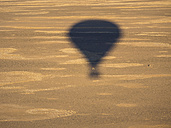 Namibia, Sossusvlei, Kulala Wilderness Reserve, shadow of an air balloon - AMF004463