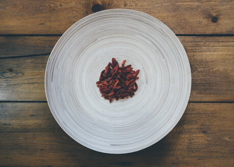 Goji berries on plate - DASF000036