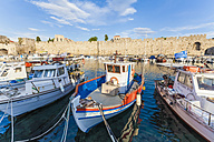 Greece, Rhodes, harbor, city wall and fishing boats - WD003422
