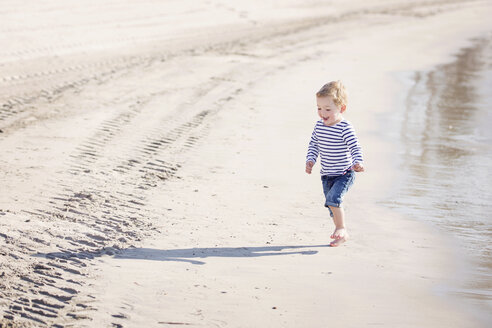 Toddler running at seafront - LITF000031