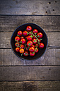 Bowl of tomatoes on wood - LVF004216