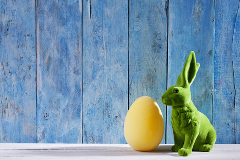 Easter decoration with green Easter bunny and a yellow Easter egg - CSF026751