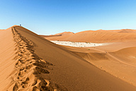 Namibia, Namib Desert, red dune and Deadvlei - GEMF000507