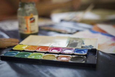 Watercolour paint box - ASCF000410