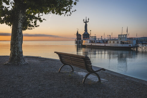 Germany, Constance,Bench facing the harbour entrance with Imperia statue - KEB000289