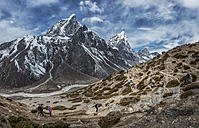 Nepal, Himalayas, Khumbu, Everest Region, Taboche, Mountaineers crossing mountains - ALRF000192