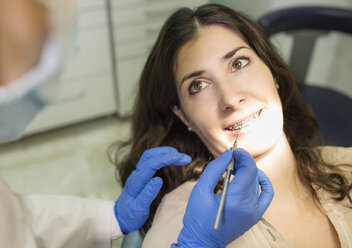 Confident woman with braces at the orthodontist - JASF000285