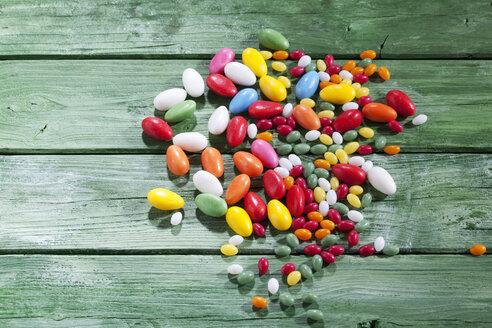 Colourful sugar Easter eggs on green wood - CSF026902