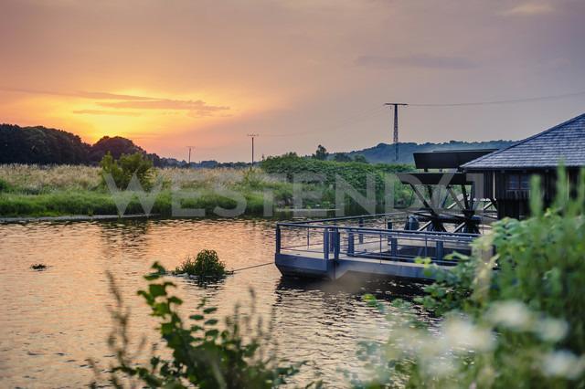 Germany, Saxony, river Mulde and power pylons at sunset - MJF001698 - Jana Mänz/Westend61