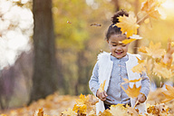 Little girl playing in autumn park - HAPF000003
