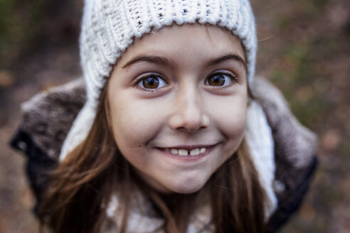 Portrait of smiling girl wearing wooly hat - MGOF001174
