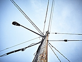 Canada, Vancouver, Street light and power pylon - DISF002283