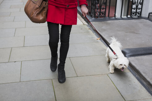 Young woman going walkies with her dog - MAUF000149