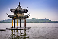 China, Zhejiang, Hangzhou, Traditional pavilion at the West lake - NK000418
