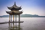 China, Zhejiang, Hangzhou, Traditional pavilion at the West lake - NK000418