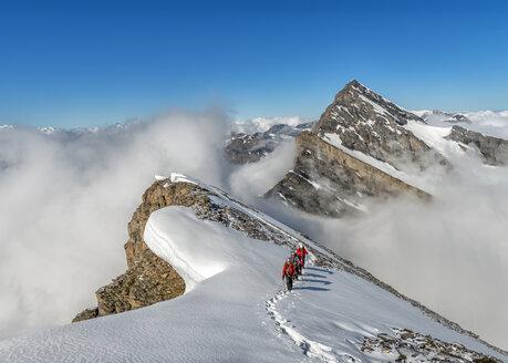 Switzerland, Western Bernese Alps, mountaineers in Balmhorn region - ALR000254