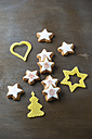 Stamped cinnamon stars and Christmas decoration made of beeswax - MYF001270