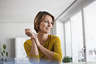 Relaxed woman at home - RBF003627