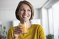 Smiling woman with a smoothie - RBF003630