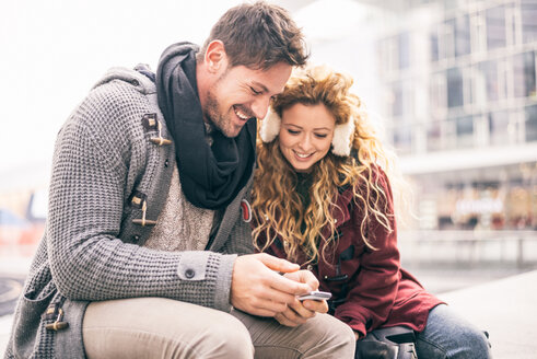 Italy, Milan, portrait of couple looking at smartphone - OIPF000004