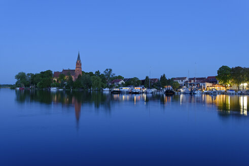 Germany, Roebeln, Mecklenburg Lake District, Mueritz, blue hour at harbour - LBF001315