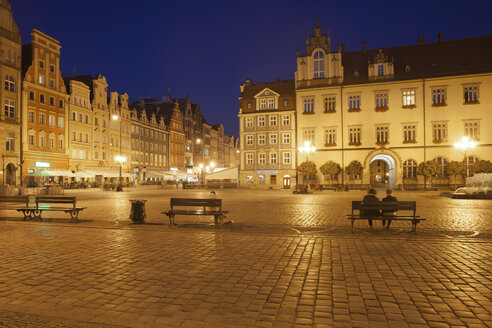 Poland, Wroclaw, Old Town, Market Square by night - ABOF000061
