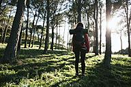 Spain, Catalunya, Girona, female hiker in the nature - EBSF001159