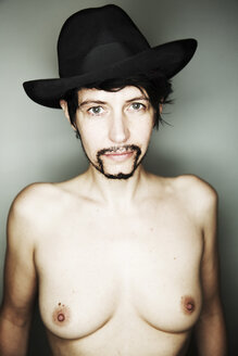 Portrait of naked androgynous woman with beard and hat - JATF000793